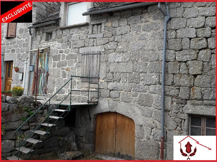 Vente maison villa en exclusivit maison de village avec terrain attenant for Maison sans terrain